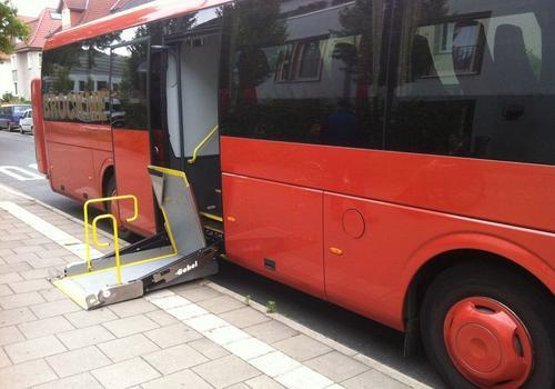Rollstuhllift eines Reisebusses